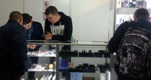 Со скольки лет по закону продают электронные сигареты?