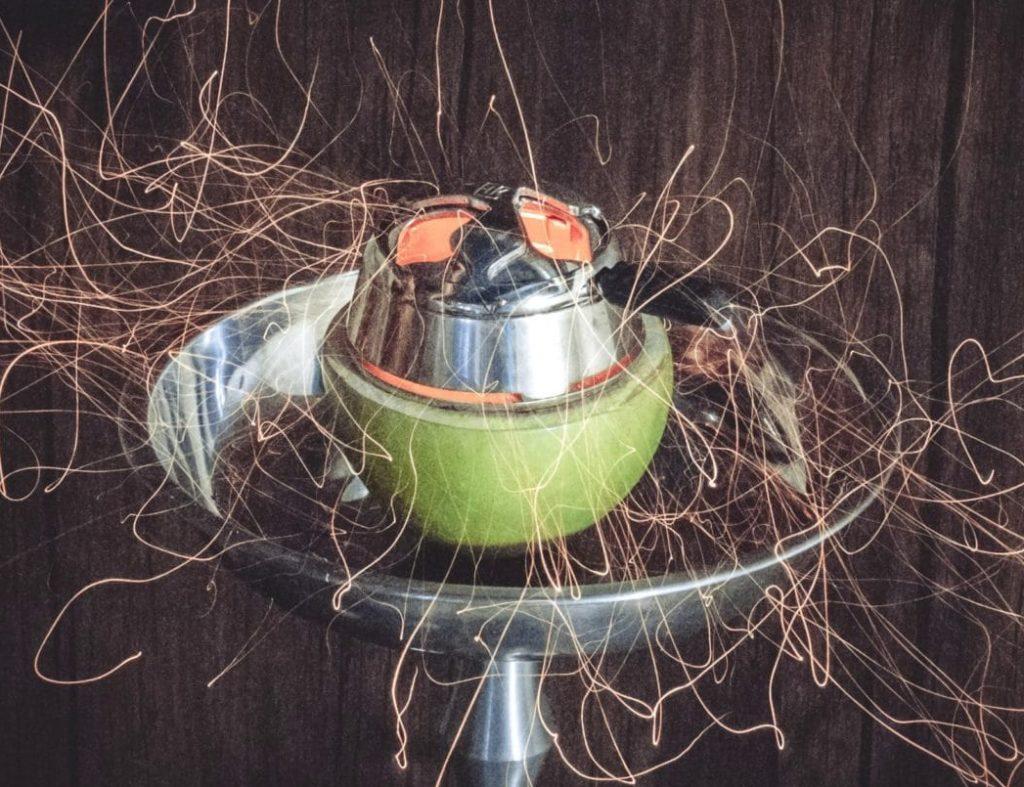 Приготовление кальяна на яблоке
